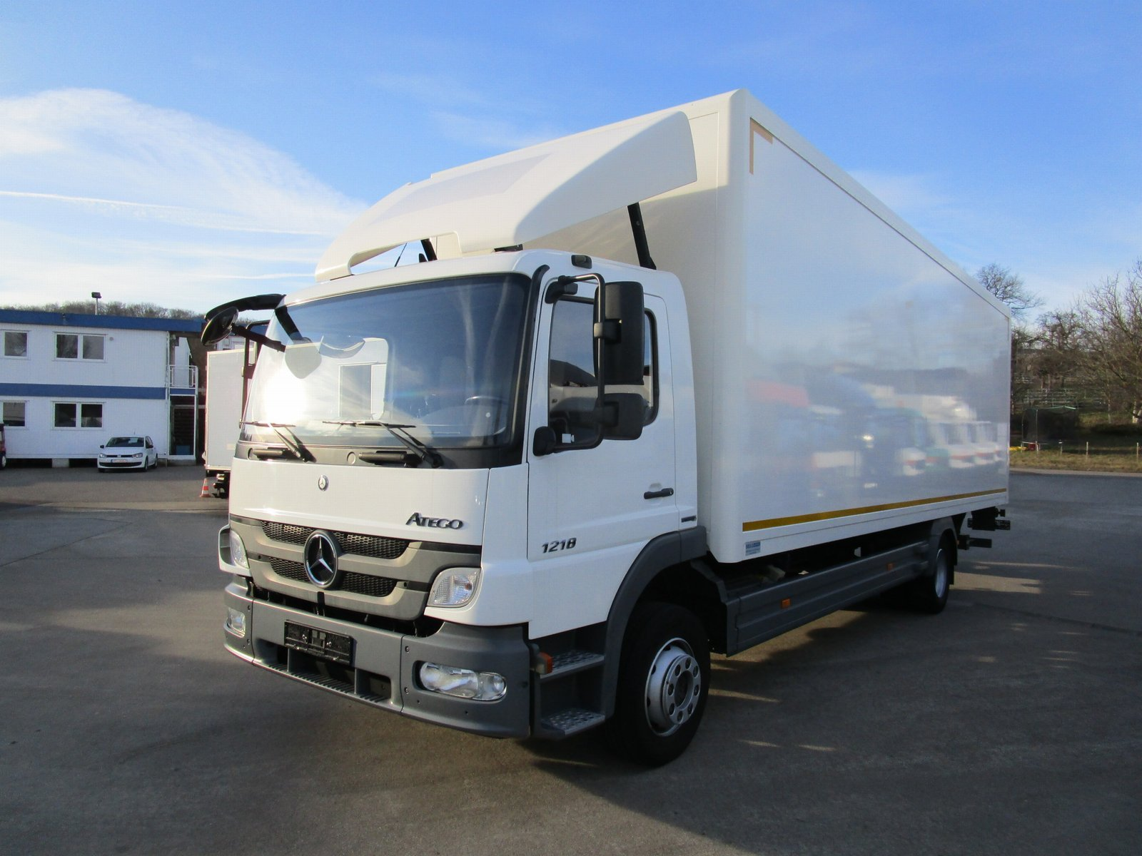 ATEGO III 1218 L ISOLIER-Koffer 8,2 m LBW 1,25 T