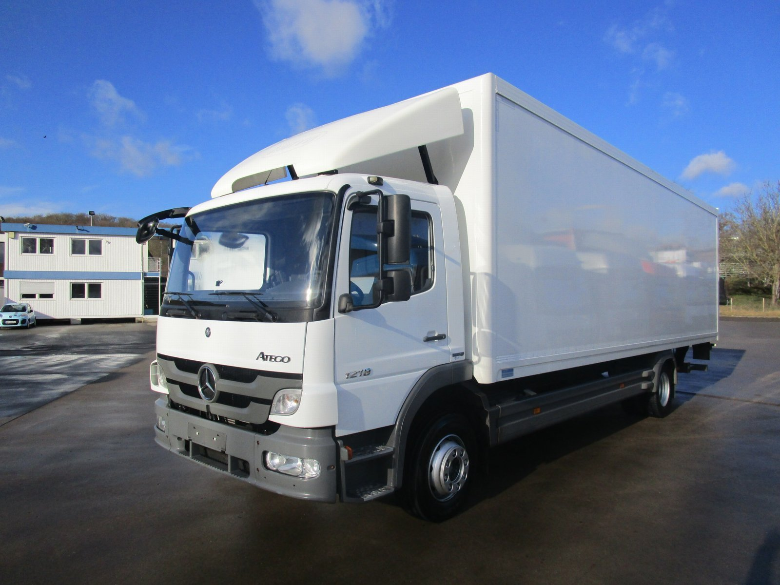ATEGO III 1218 L Koffer 8,20 m LBW 1,25 to.