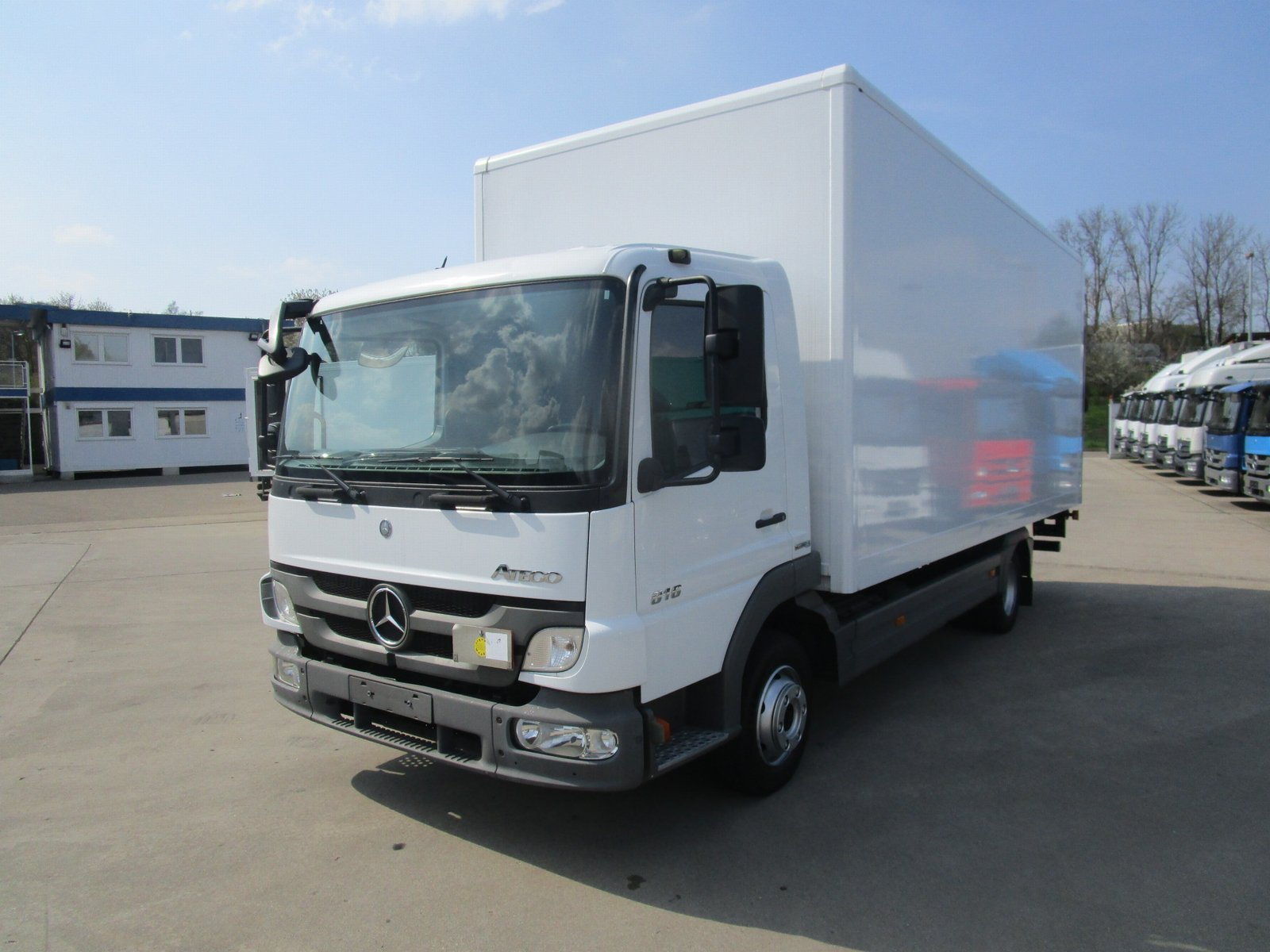 ATEGO III 816 Koffer 6,10 m LBW 1 to. 3-Sitzer